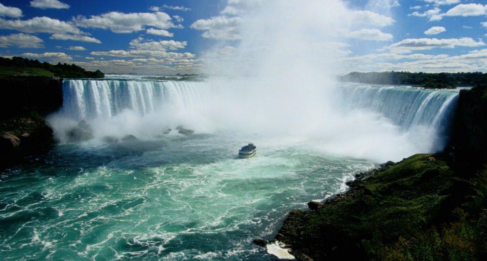 Медовый месяц на водопаде.