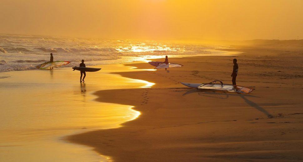 Романтические прогулки по пляжу.