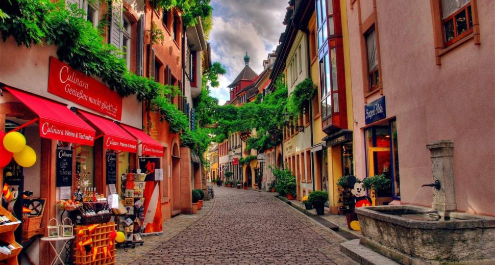 Прогулка по ярким улочкам с швейцарцем.
