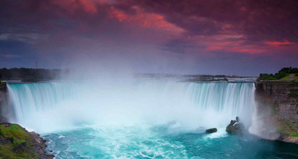Нереально красивые водопады Канады.